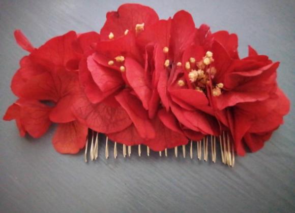 Carla peigne fleuri écarlate en hortensias stabilisés