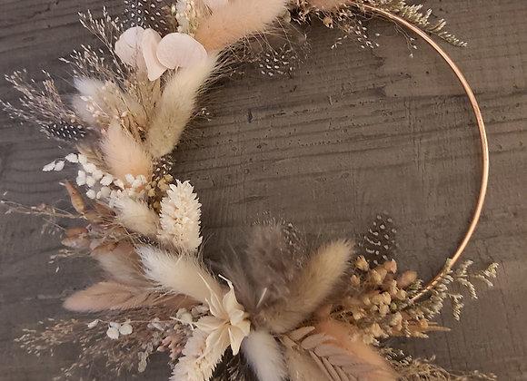 Pinson couronne murale fleurs séchées sur cercle de cuivre