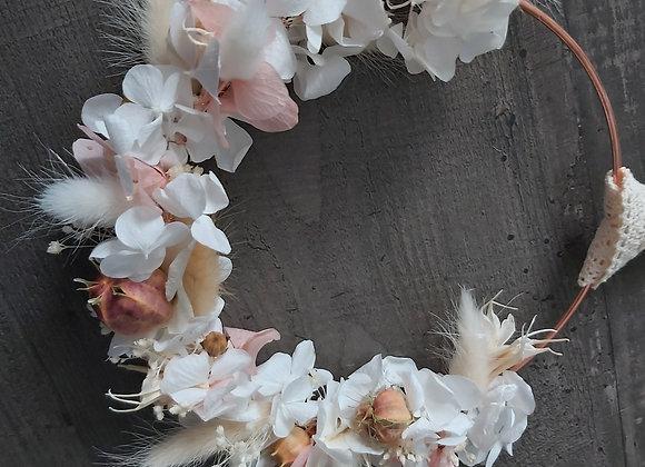 Couronne décorative en fleurs séchées et éternelles