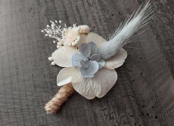 Boutonnière Eva en fleurs stabilisées et séchées