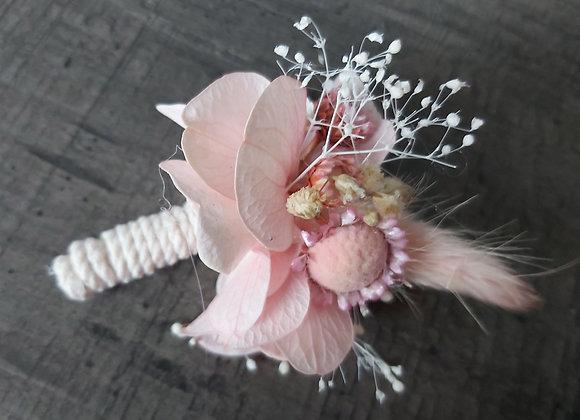 Léon boutonnière en fleurs stabilisées et séchées