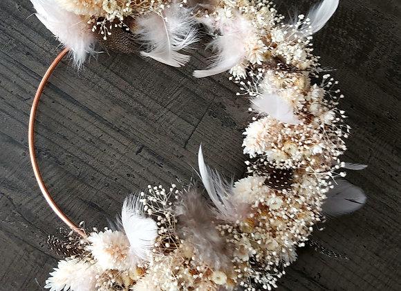 Aigrette couronne murale en fleurs séchées et plumes