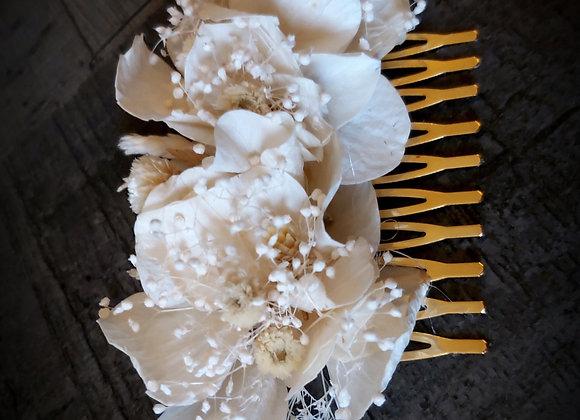 Isabelle peigne en fleurs stabilisées et séchées