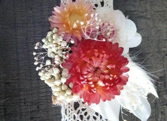 Bracelet Léa en fleurs séchées sur une guipure
