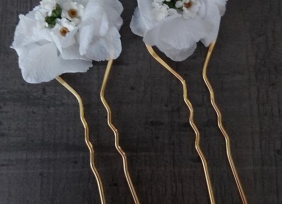 2 grands Pics à chignon en fleurs d'hortensias stabilisées
