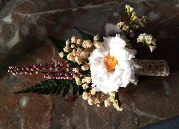 Adrien Boutonnière mariage en fleurs stabilisées