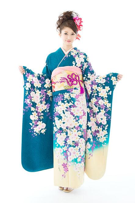 Девушка в голубом кимоно