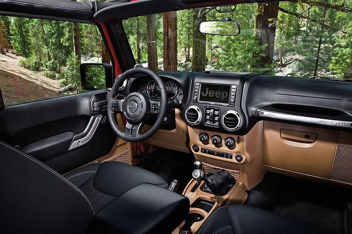 Jeep_Wrangler_2018_Interior_JWR13CA4_046