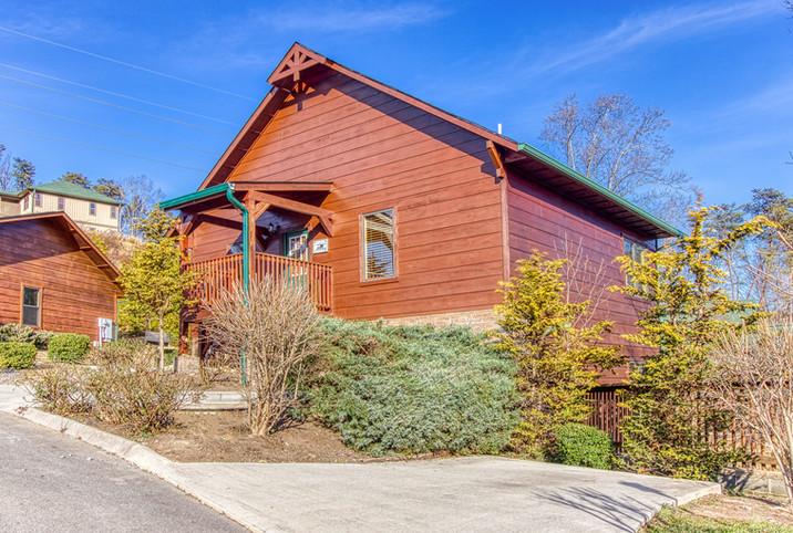 Blue Bear Lodge in Bear Cove Falls