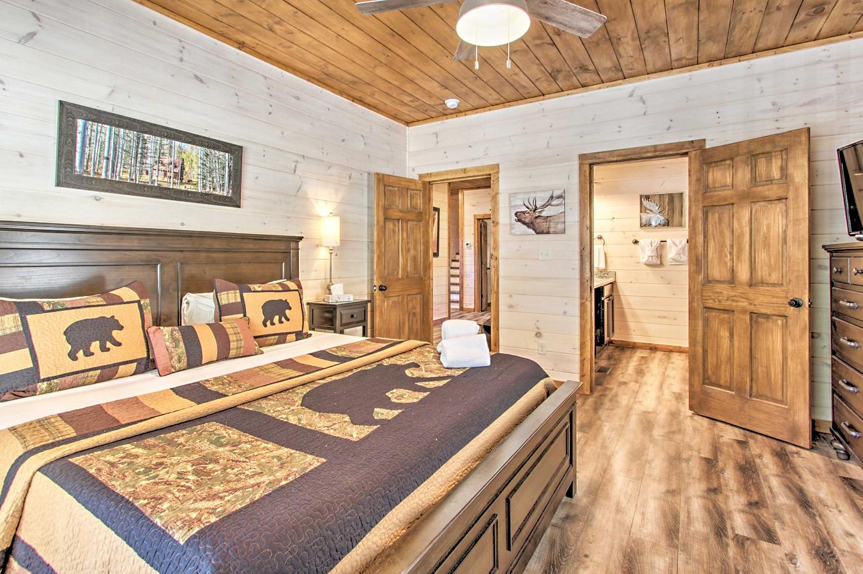 Master bedroom 2 with en-suite bathroom on 2nd floor