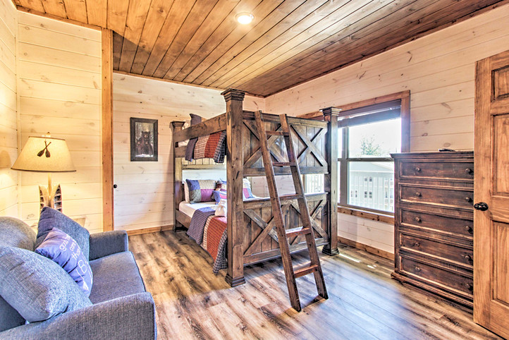 Bedroom 4 queen bunk beds with en-suite bathroom 2nd floor