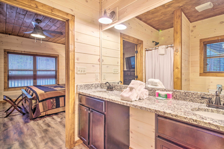 Master bedroom 2 en-suite bathroom  2nd floor
