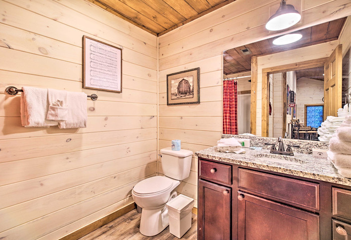 Bathroom on 3rd floor connecte to game room