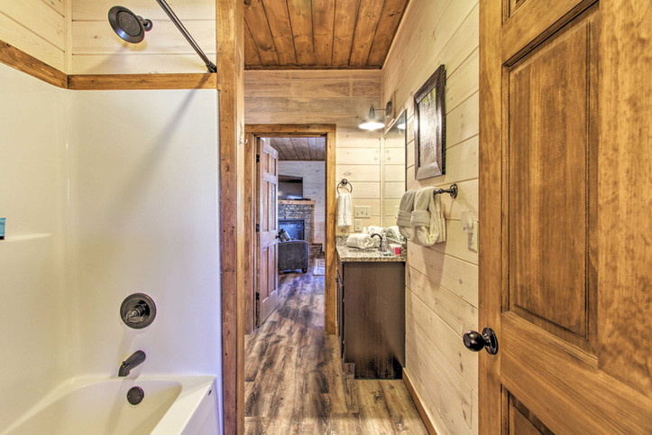 Master en-suite bathroom is connected to living room