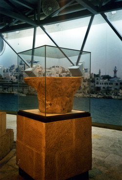 Freestanding showcases with archeolo