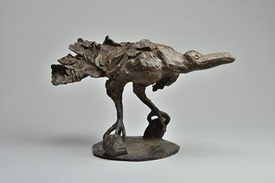 日本の彫刻界を代表する一人・柳原義達の彫刻・素描を集めた展覧会が平塚市美術館で4月に開幕