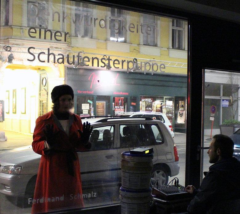Tempora Verein für vorübergehende Kunst in Wien on Dis Play K.s Frauen Veronia Glatze