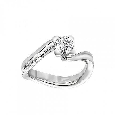 anello_in_oro_bianco_e_diamanti.jpg