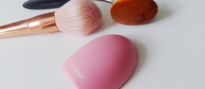 Kuinka meikkisiveltimet puhdistetaan? Helpot ohjeet