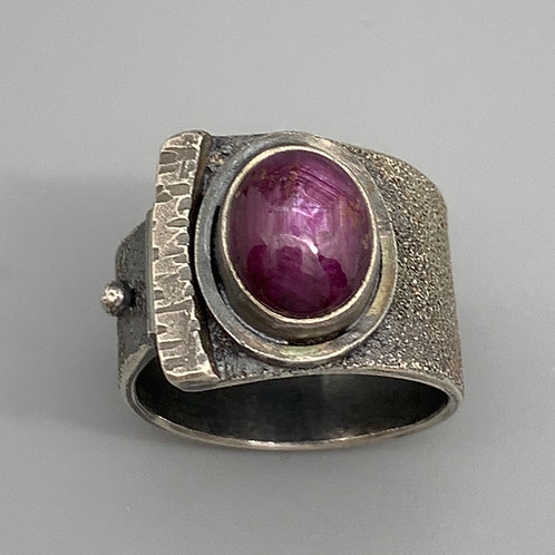 Jan Gordon Corondum Burgundy Aztec Sand RIng
