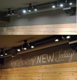 Надпись над баром до и после