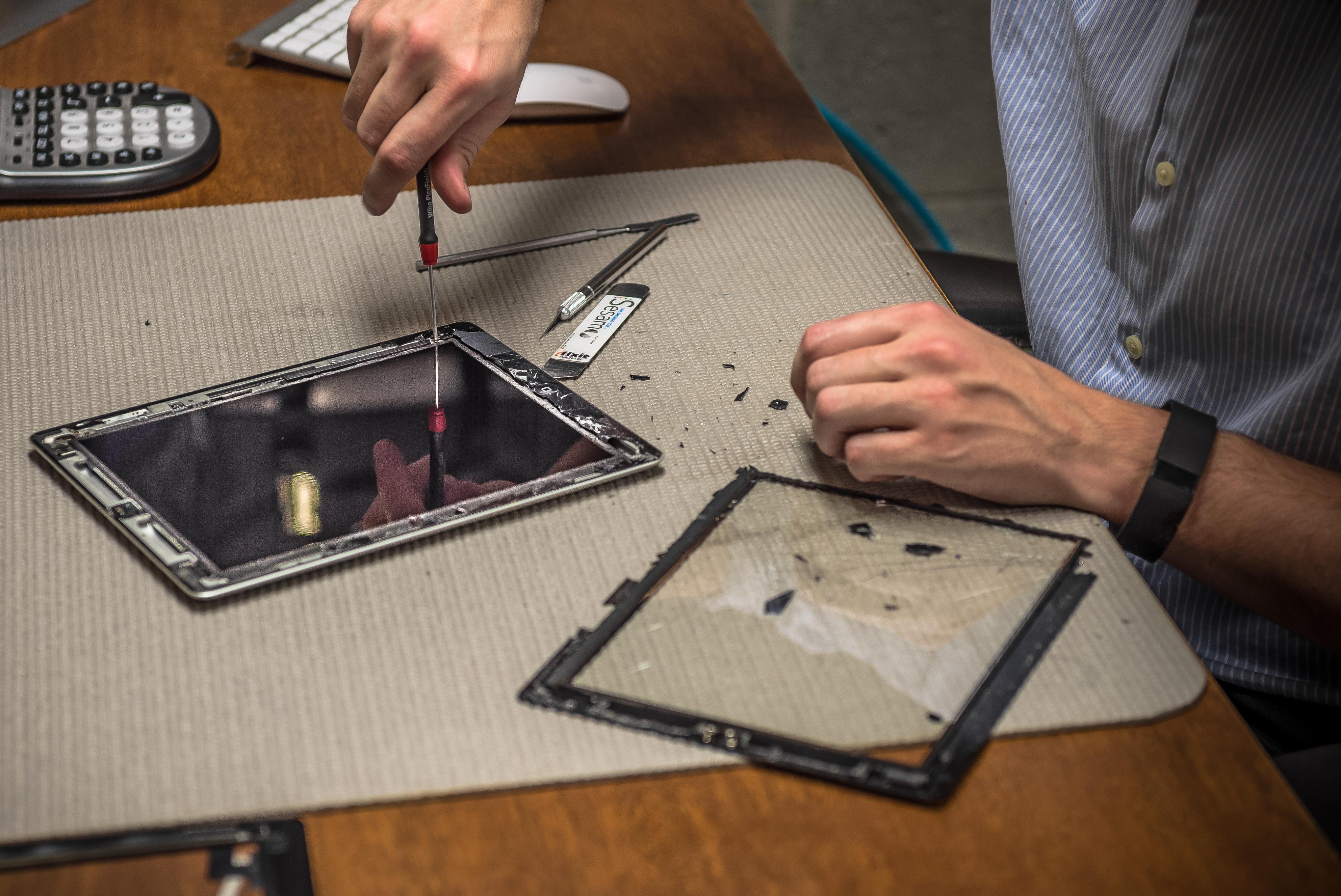 Tec-Rehab-iPad-iPhone-shatterd-glass-repair-1