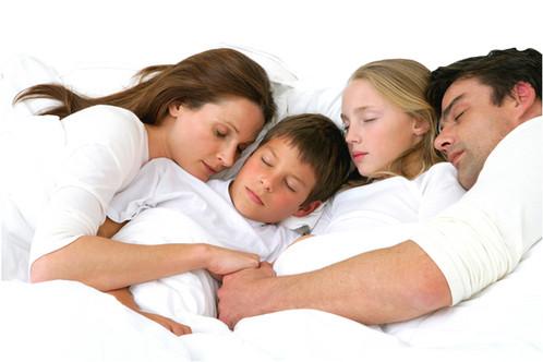 Family sleeping at Extra strom