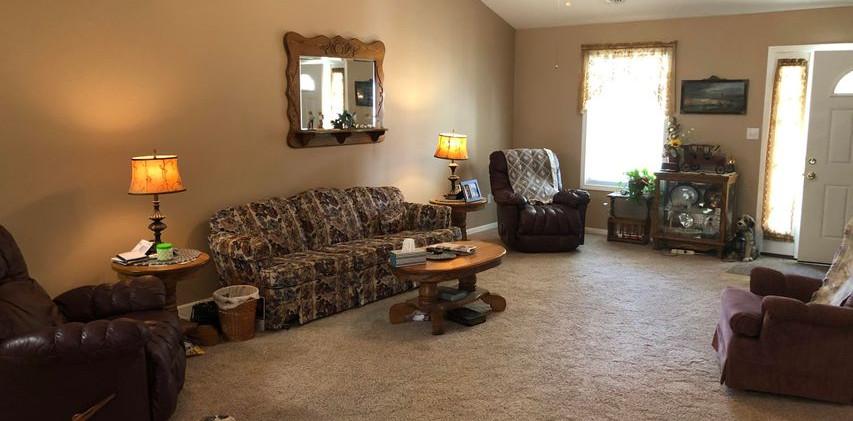 B7- living room.jpg