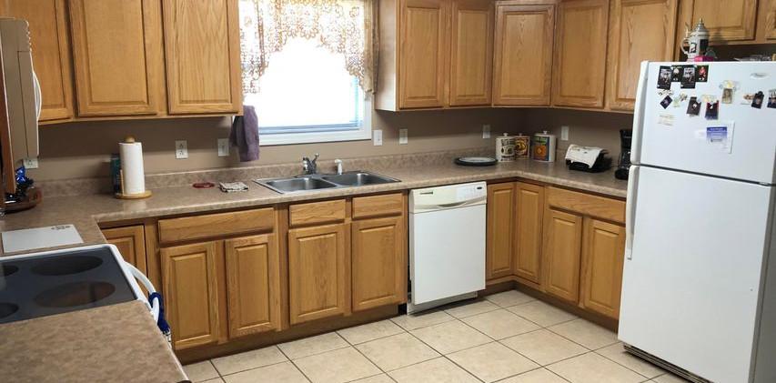 B6- kitchen2.jpg