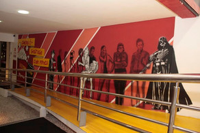 Rampa do Cine Roxy ganha nova arte e personalidades do cinema