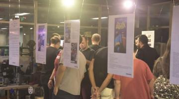 Exposição 'Passagens da inocência' chega a Santos