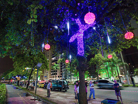 Iluminação de Natal  terá árvores estilizadas e cordões de luzes