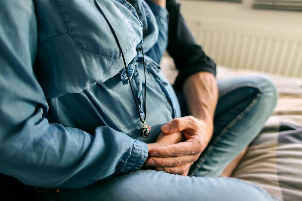Photographe grossesse à lille. Photographe femme enceinte située à Wambrechies près de Lille. Grossesse, pregnancy shoot, pregnant, future maman.