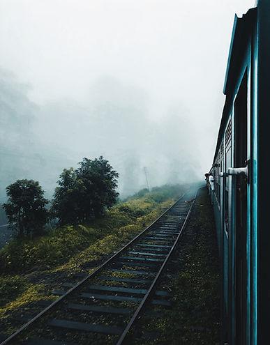 photo-of-train-on-rails-1639418 Kopie.jp