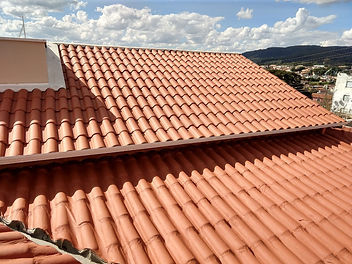Telhado de telha de barro.jpeg