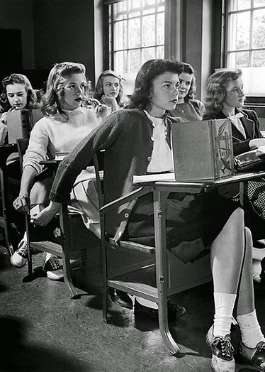 Passing notes in class, 1944.jpg