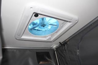xh13-hybrid-caravan-ceiling-extractor.jp