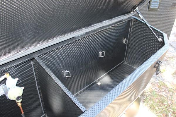 xh13-hybrid-caravan-storage-4.jpg