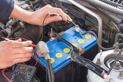 car-battery-testing-multimeter-fleet-tyr