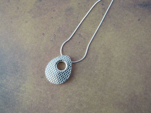 Oval double layer pendant with net print