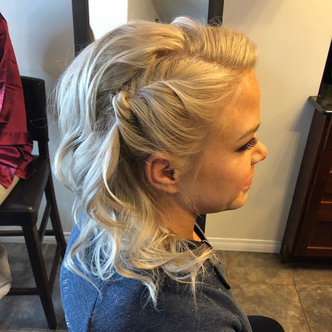 ✨Beautiful blonde bridesmaid and her hai