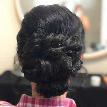 Getting ready for the wedding 👰🏻! Updo