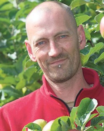 JamesScannellWithApples_large.jpg