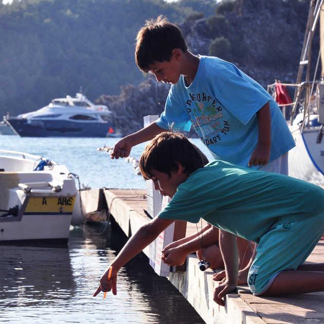 Balık Tutan Çocuklar