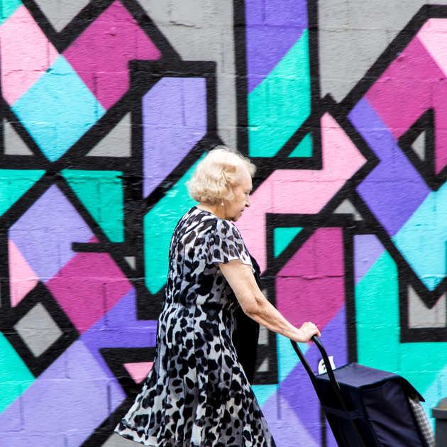 Grafitti & Yaşlı Kadın