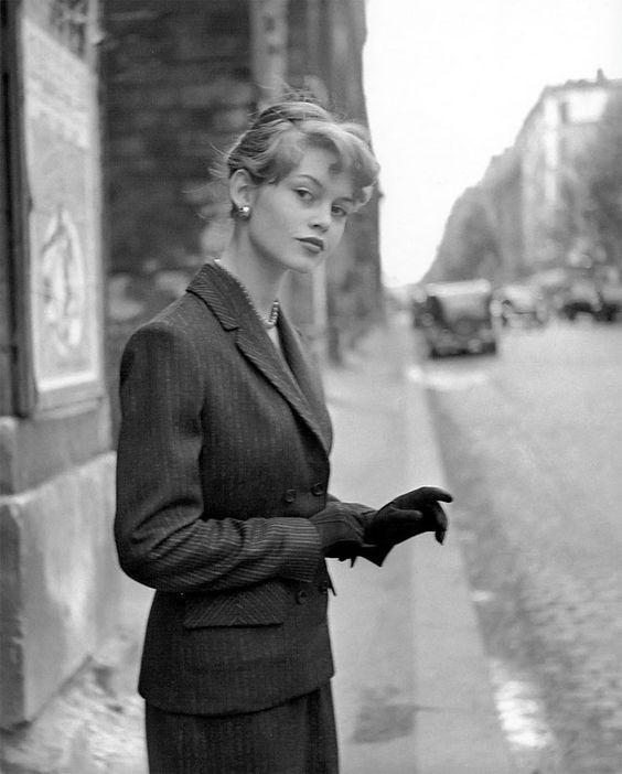 Ladies Suits - Trendy vs. Classic