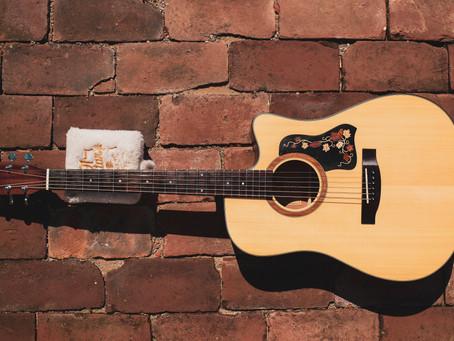 Sentimentos profundos em forma de violão.