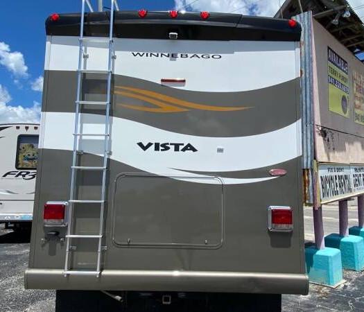 2011 Winnebago Vista