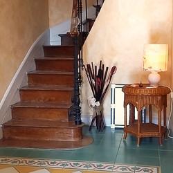 Escalier qui monte à l'étage
