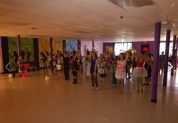 Dance break - Halloween line dance!